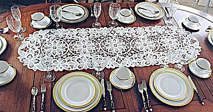 Table Runner. Christina. 16x54. Oval. Ecru color